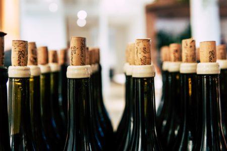 Masser af rødvin til event